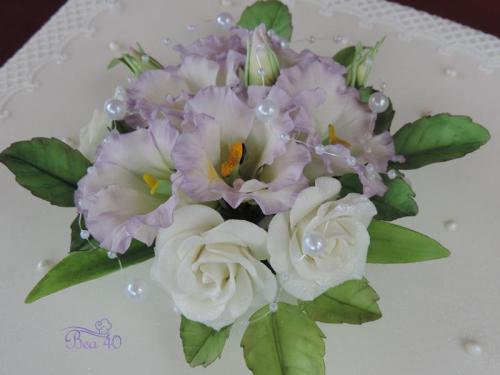 lisianthus a ruže