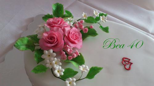 ruže, konvalinky, drobné kvietka