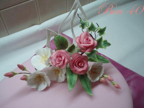 ruže s bielymi kvietkami
