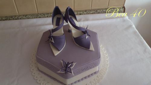 Darček s fialovými lodičkami