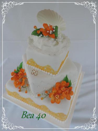 bielo-oranžová s mušľou